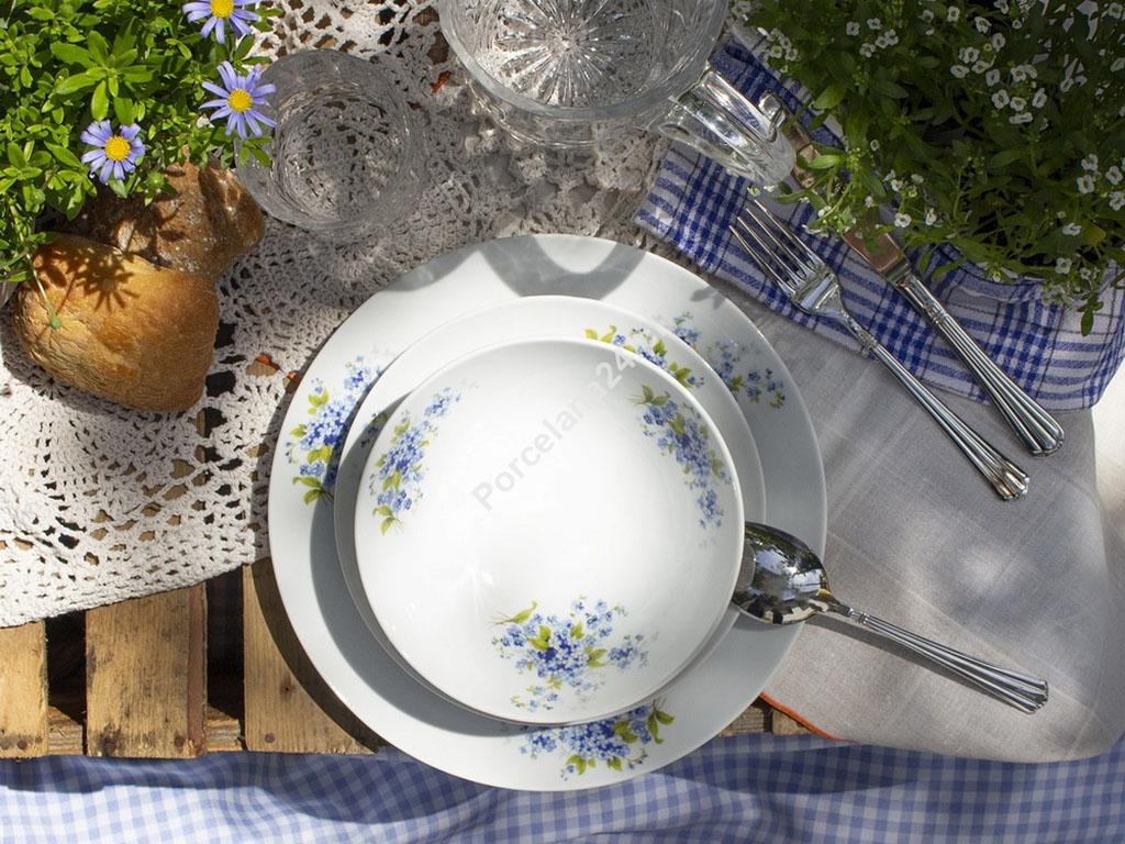 komplet kawowo obiadowy z porcelany z motywem niezapominajki na stole 2