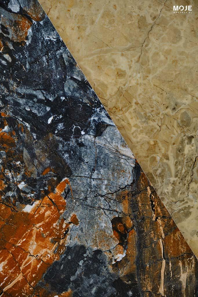płyta z rdzawymi detalami ułożona na piaskowej
